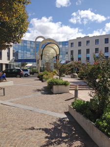 The grounds at the hospital are beautifully landscaped and patients are encouraged to take long walks to enjoy the fresh air and sunshine.