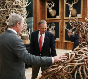 Photo of President George W. Bush with Johnny Morris, CEO of Bass Pro Shops, in background admiring Yacovella's sculpture at WOW.