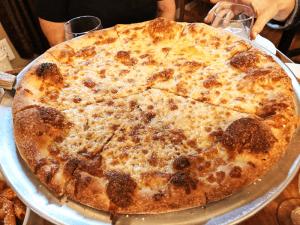 Garlic pizza, aglio al forno: larger than expected.