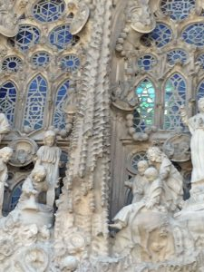 This portion of the façade features a vertical column which echoes the four massive towers that rise above the cathedral.